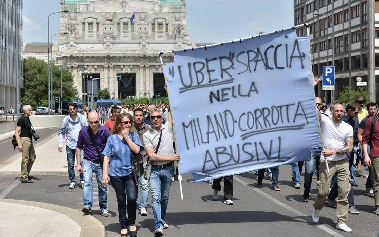 proteste per Uber a Milano