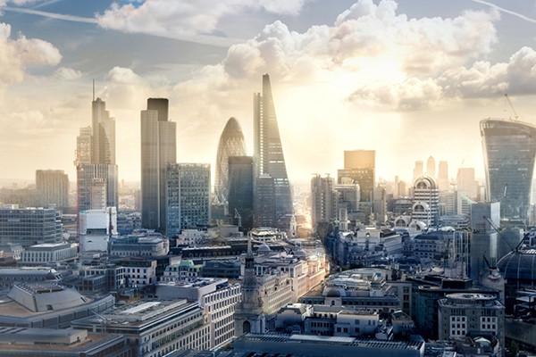 Grattacielo in fiamme a Londra
