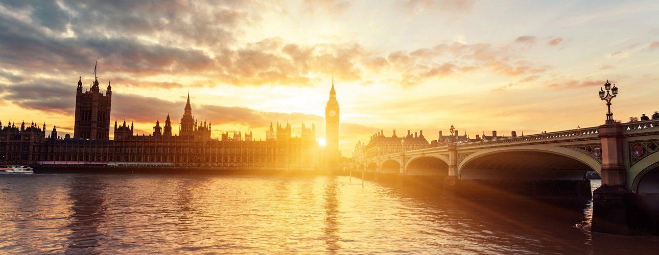 La Brexit diventa realtà e getta il Regno Unito nel caos