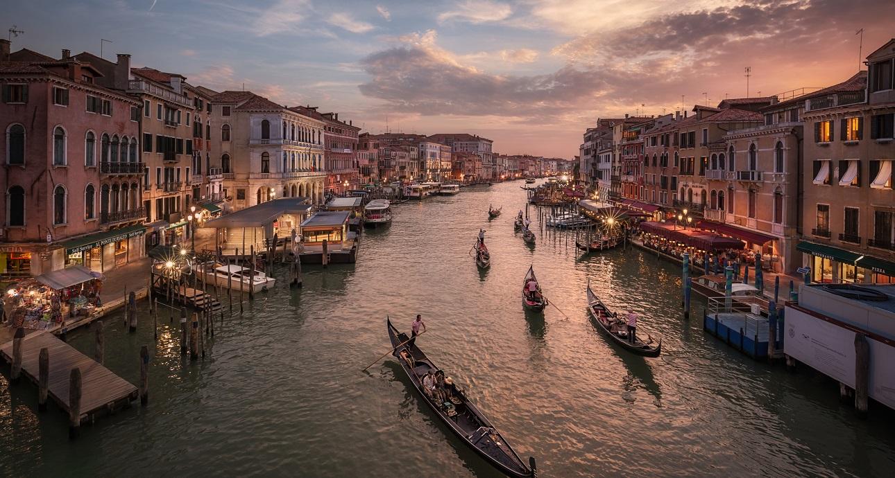 Uno sguardo all'Italia di 10 anni fa e a quella del presente.